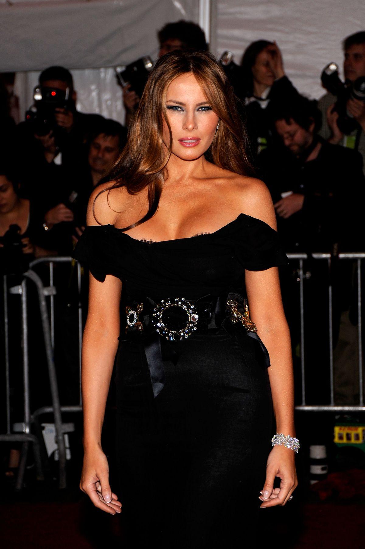 Amerika'nın En Önemli Kadını Melania Trump'ın Giyim ve Saç Stili